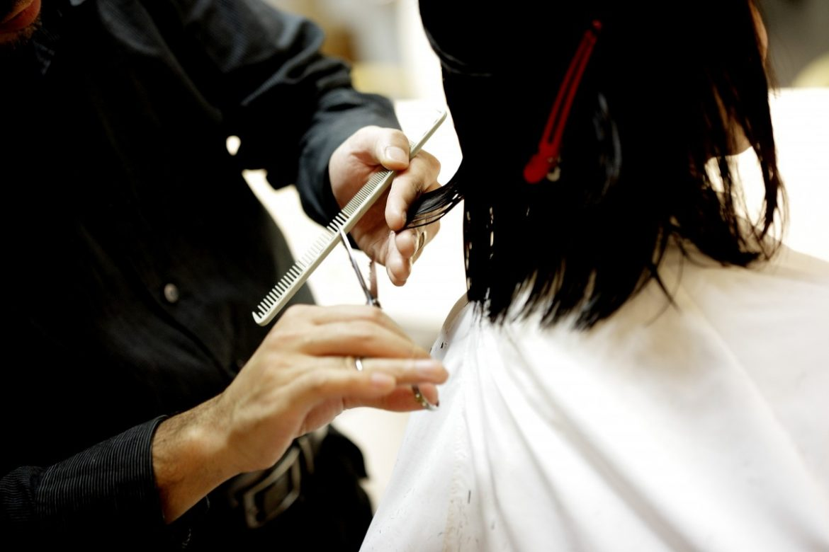 8 Helpful Benefits of Taking Up Offline Hairdressing Courses