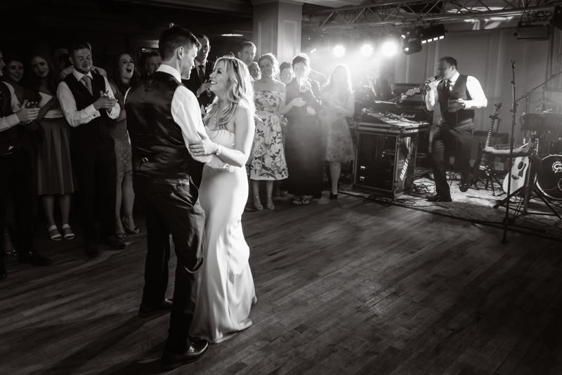 Why Choose Reportage Wedding Photography for your Wedding Day?