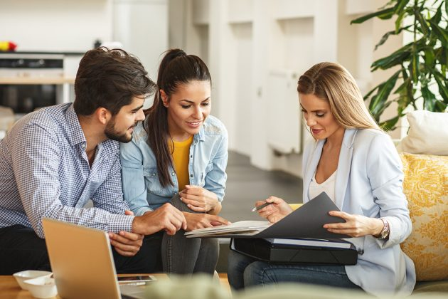 Five Signs That You're Working with a Right Real Estate Agent