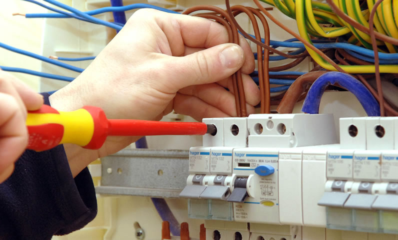 6 Signs Your Socket Must Replace