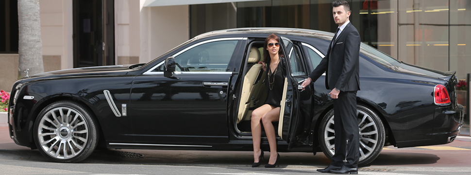 Know the ways to improve your business by having a luxury chauffeur service