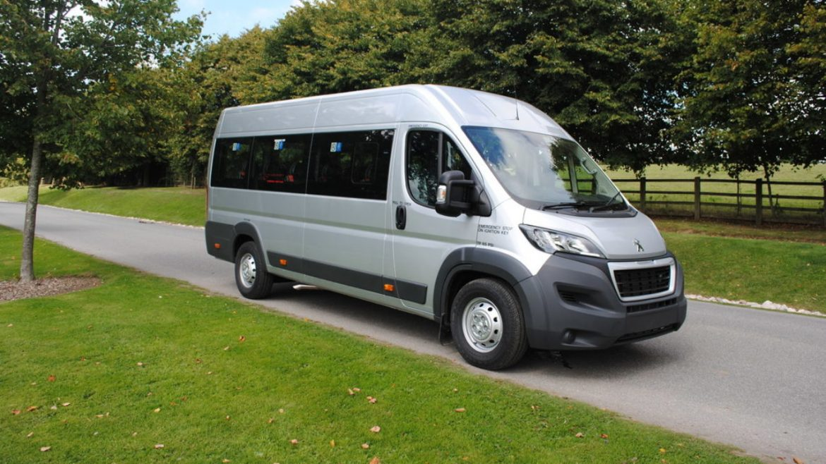 Choose A Comfortable And Luxury Minibus Hire With Driver Service