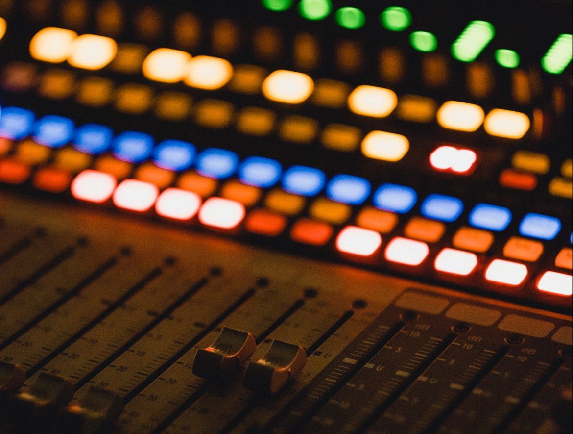 How to Hire an Audio-Visual Team to Help Amp Up Your Event