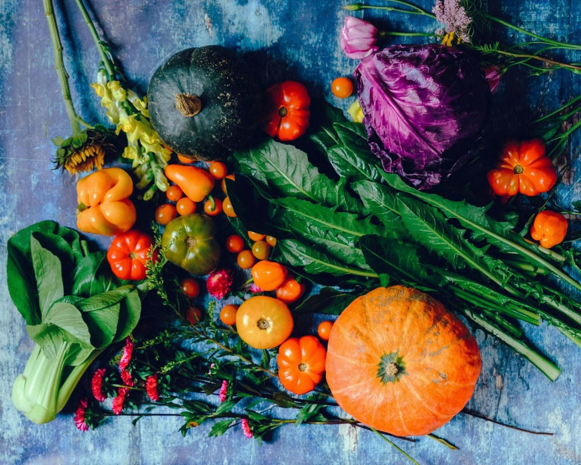 Why is there a growing demand for organic food online?