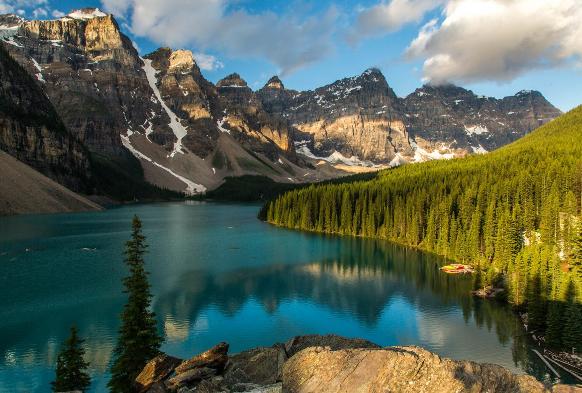3 Reasons to Choose Canadian Rockies for a Post-Wedding Photo Shoot