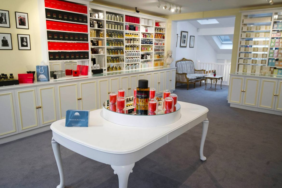 Perfume Shop Birmingham – How to Buy a Perfume from an Online Store?