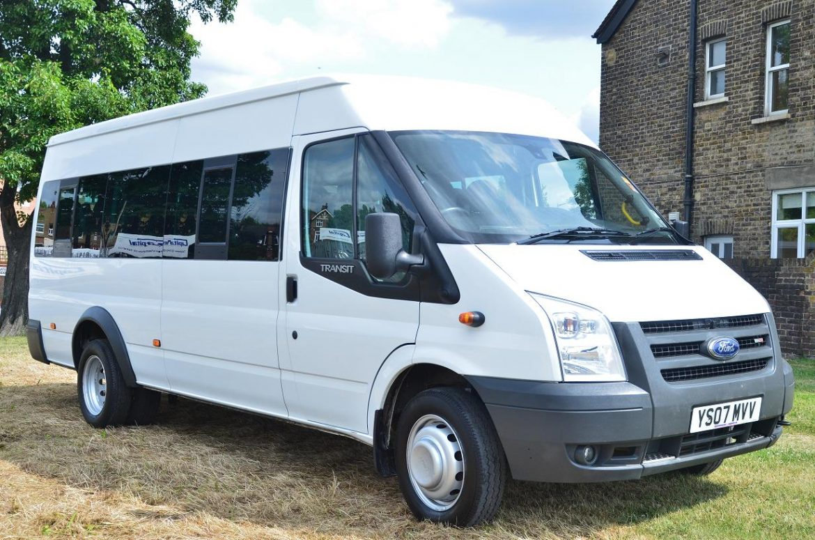 What Are the Benefits of Professional Luton Minibus?