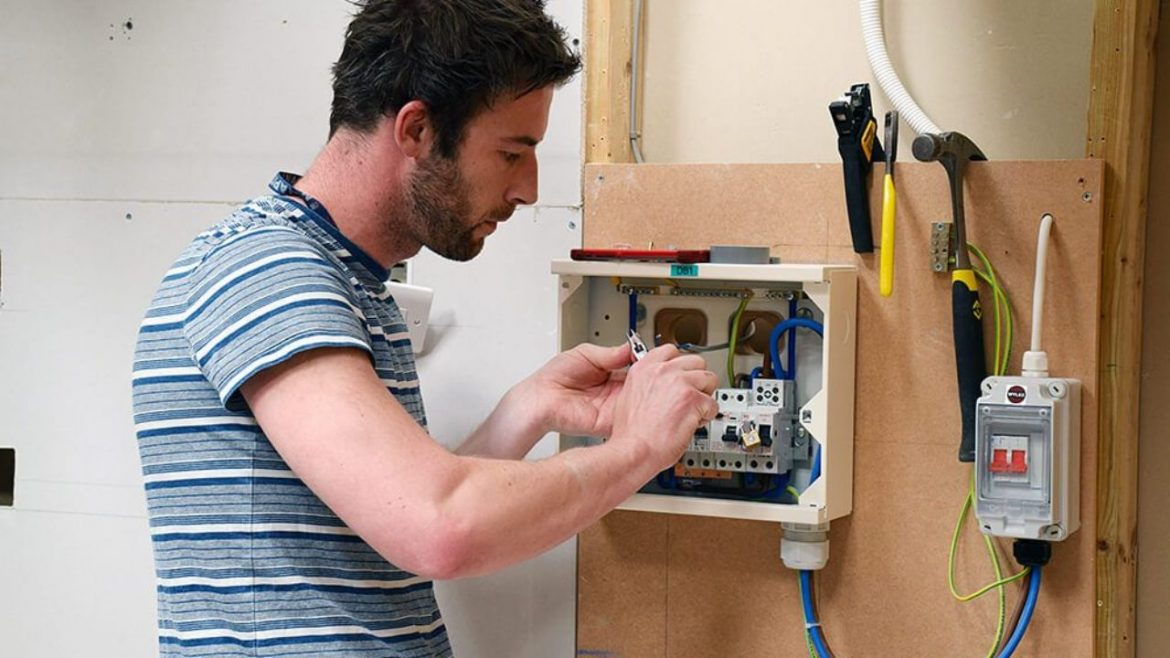 5 Common Home Electrical Problems l Local electricians in Crowborough